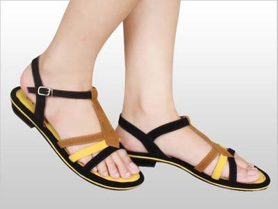 Flat Shoes atau Sandal Bertali
