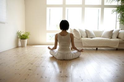 Apakah Kamu Suka Melakukan Yoga di Rumah?