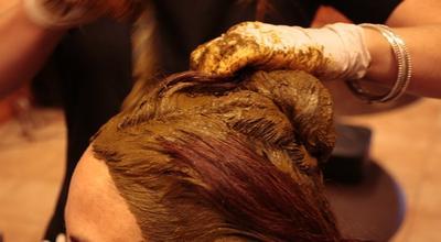 2. Melembabkan Rambut