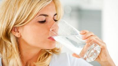 Konsumsi Banyak Air Mineral