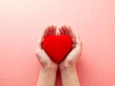 Cara Pria Ungkapkan Cinta Tanpa Banyak Berkata-Kata