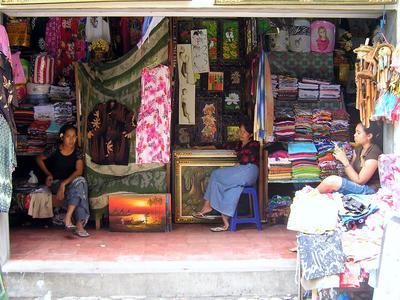 Belanja Oleh-Oleh di Pasar
