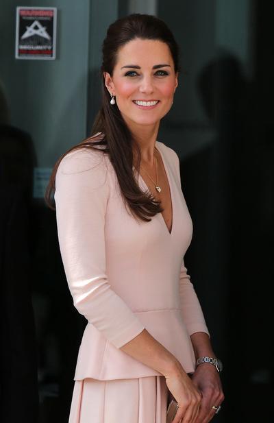 8 Cara Tampil Elegan dalam Kesederhanaan Ala Kate Middleton