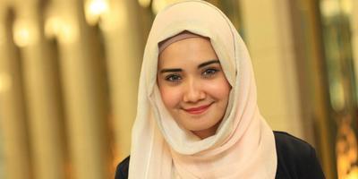 Cara Memakai Hijab ala Zaskia Sungkar