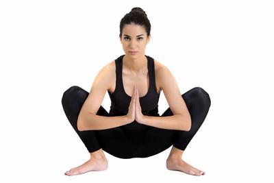 5. Posisi Yogi Squat (Malasana)