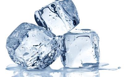 Cara Menghilangkan Jerawat yang Meradang Dengan Es Batu