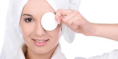 Alasan Mengapa Kita Harus Membersihkan Makeup Hingga Tuntas