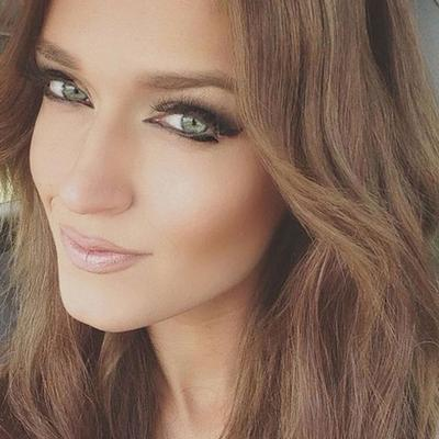 Dan inilah wajah asli si cantik nan berbakat Rebecca Swift