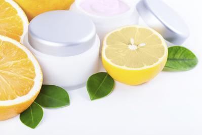 Cara Vitamin C Bekerja untuk Merawat Kulit