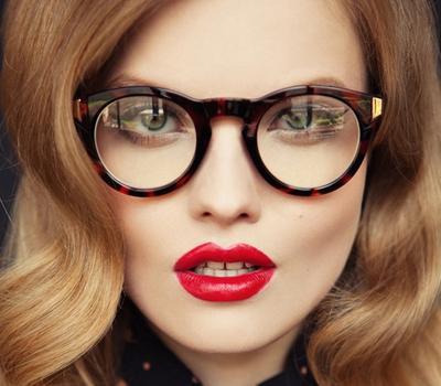 Tips Cantik Dengan Makeup untuk Kamu yang Berkacamata