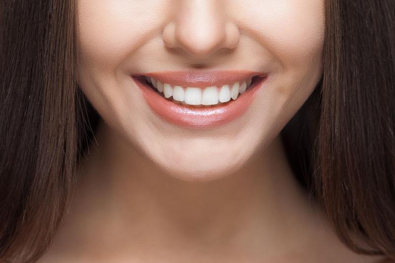 Cara Mudah Memutihkan Gigi Body Skincare Beautynesia