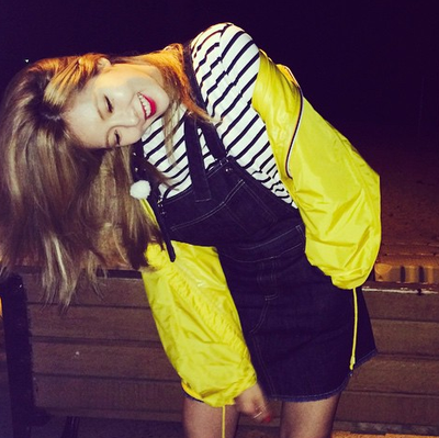 Intip Gaya Casual HyunA 4Minute di Musim Hujan