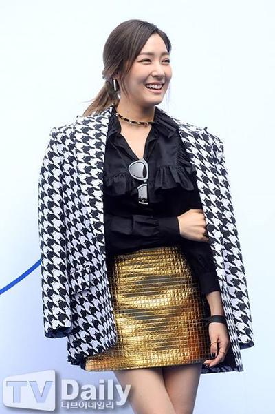 Cantik Dengan Gaya Tiffany SNSD di Seoul Fashion Week