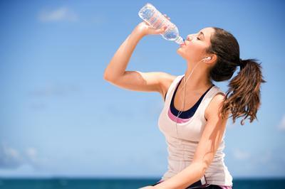 1. Minum Banyak Air Mineral
