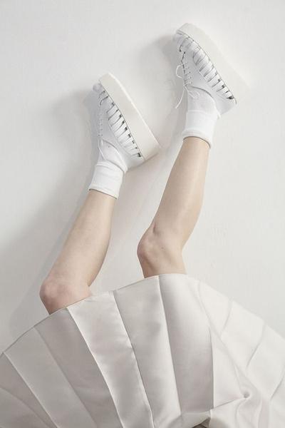Sneakers Putih Pemanis Semua Gaya