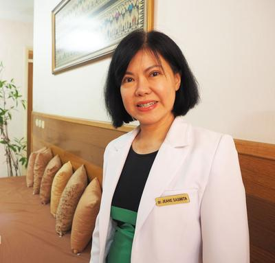 Dr. Jeane Sasmita: Cara Mudah Percantik Kulit Dengan Facial