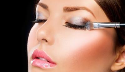 5 Kesalahan Makeup Ini Membuat Wajah Tampak Lebih Tua