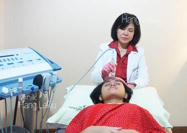 Usir Kulit Kusam Dengan Mikrodermabrasi di Klinik Hang Lekiu