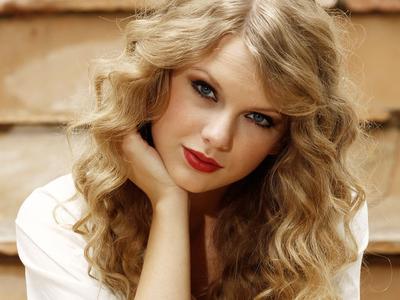 Favorite Pop Artist & Favorite Female Artist