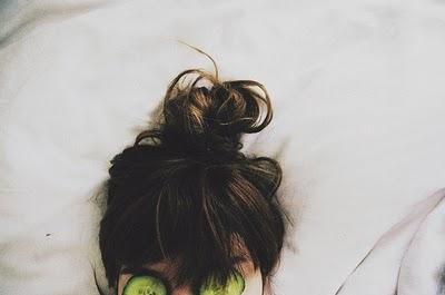 6. Ikat Rambut Saat Tidur