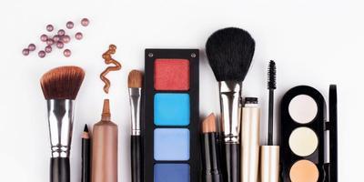 4 Produk Makeup yang Wajib Ada di Tas Saat Mudik