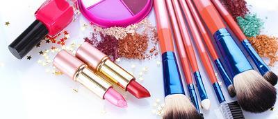5 Alat Makeup Praktis yang Harus Dimiliki