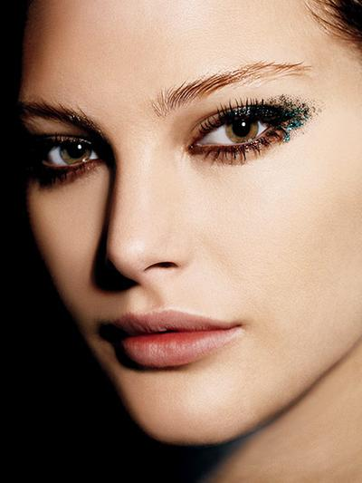 Tips Tepat Makeup Glitter pada Wajah