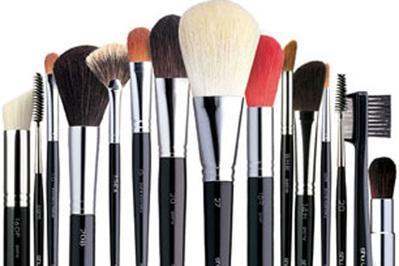 Mengenal Berbagai Jenis Kuas Makeup