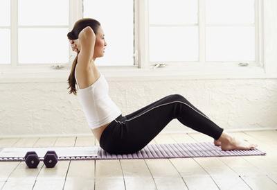 3 Olahraga Sebelum Tidur untuk Menguatkan Otot Perut