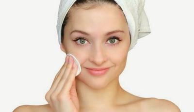 Beragam Cara Bersihkan Wajah dari Makeup