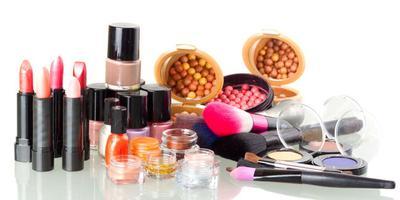 Tips Menjaga Kebersihan Kosmetik