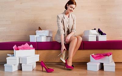 6. Membeli Sepatu Sore Hari