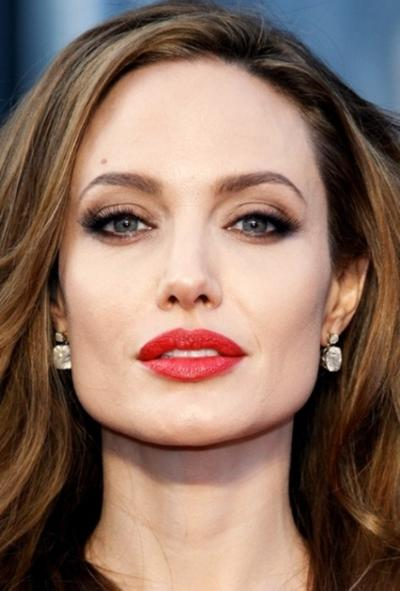 9 Inspirasi Kombinasi Warna Lipstik & Warna Eyeshadow
