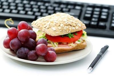 Tips Membuat Bekal Makan Siang Sehat Saat ke Kantor