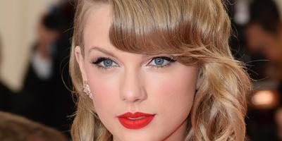 Tampil Percaya Diri Dengan Lipstik Berwarna Merah