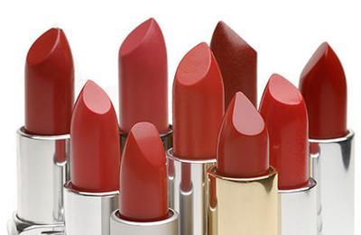 5 Hal yang Perlu Diperhatikan Saat Memakai Lipstik Berwarna Gelap