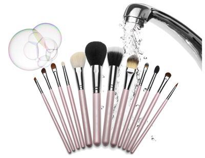 Cara Membersihkan Brush Makeup Dengan DHC Deep Cleansing Oil