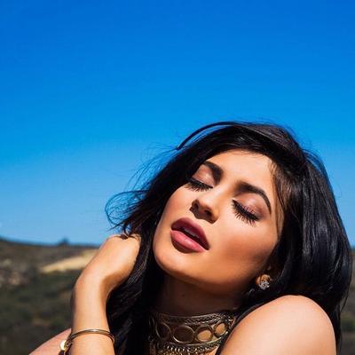 Tips & Trik Menggunakan Lip Liner untuk Membentuk Bibir Indah