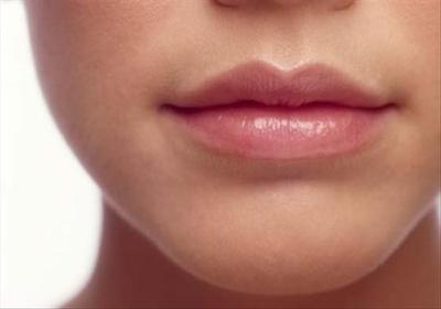 5 Cara Agar Bibirmu Tidak Kering Saat Menggunakan Lipstik Matte