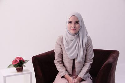 Ini Dia Tutorial Hijab Pashmina Simpel untuk ke Kantor Agar Tetap Fashionable