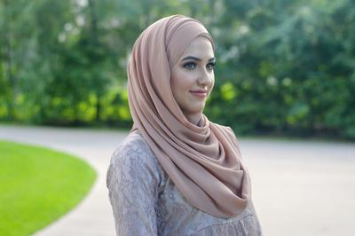 Inspirasi Gaya Hijab Sehari-hari untuk Wajah Oval
