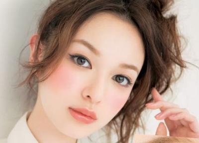 Dapatkan Dolly Look Dengan Lipstik Brand Jepang