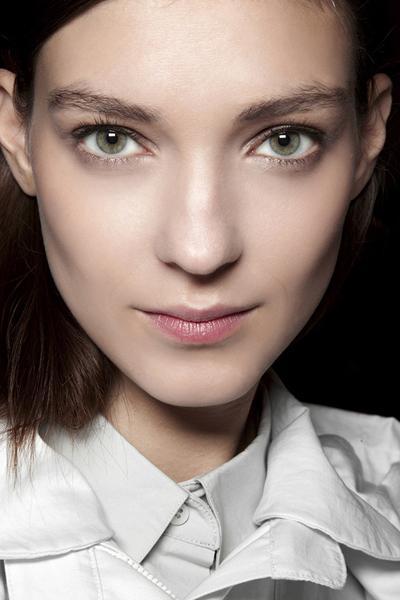 Tips Makeup Tahan Lama untuk Kulit Wajah Kering