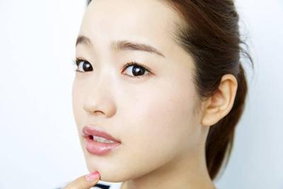 5 Varian Warna Makeup Natural yang Pas untuk ke Kantor