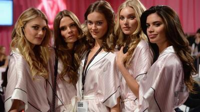 Riasan ala Victoria's Secret Angels Sesuai Warna Kulit