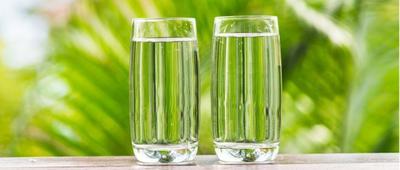1. Minum 2-3 Gelas Air Putih Saat Sahur