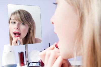 Rekomendasi 5 Brand Lipstick Low Budget
