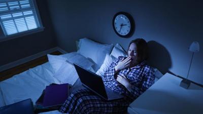 1. Hindari Tidur Larut Malam