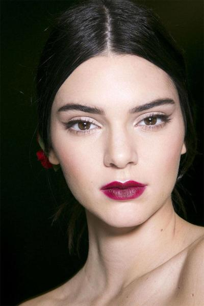 4 Lipstik Bold Rekomendasi Makeup Artist