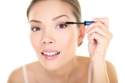 Tips Makeup Natural Saat Traveling